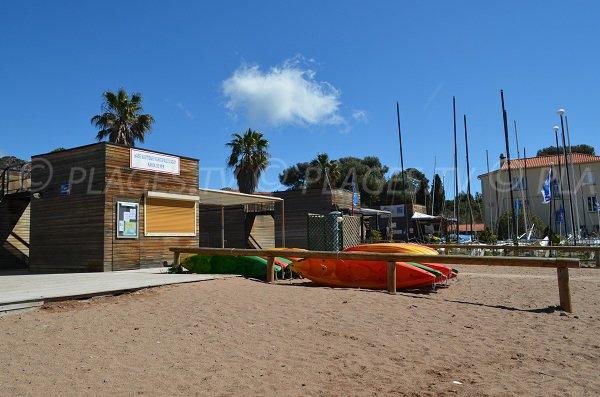 Centre nautique sur la plage AIguemarine d'Agay