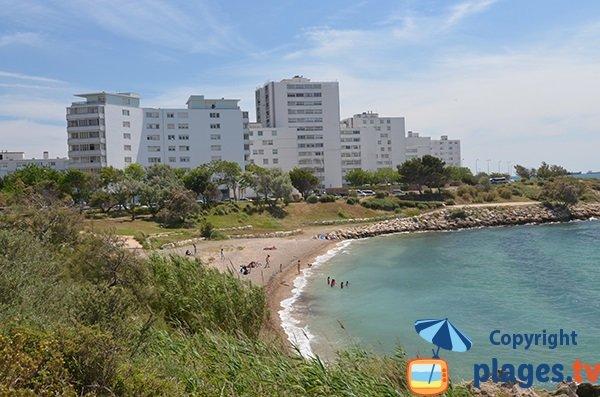 Plage de sable et de graviers d'Aigues Douces à Port le Bouc