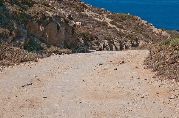 Sentier de la plage d'Alga à Calvi