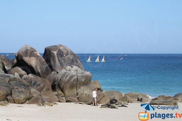 Rochers sur la plage des Amiets à Cléder