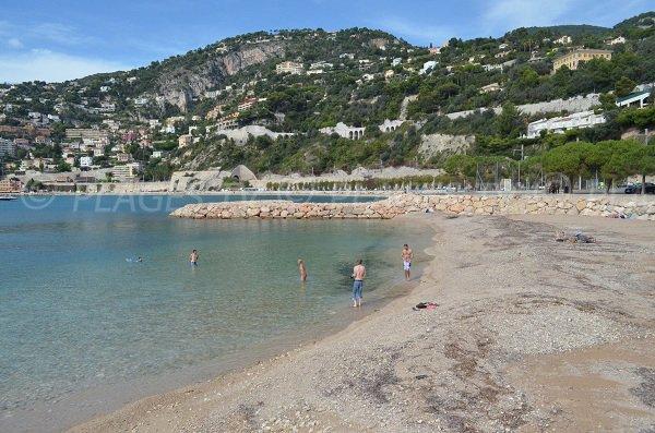 Petite plage de sable après la plage de la Marinière de Villefranche