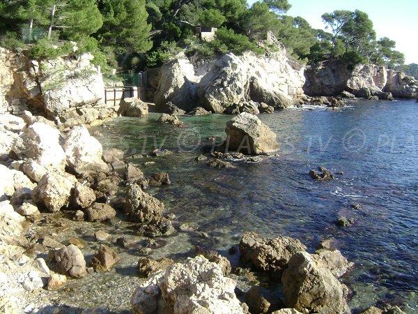 Plage dans l'anse San Peyre à Toulon