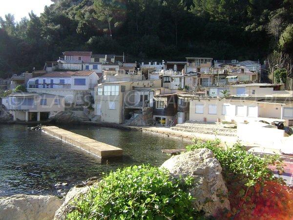 Cabanons dans l'anse de San Peyre à Toulon