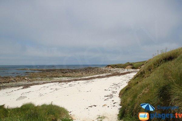 Crique avec du sable blanc sur l'ile de Batz