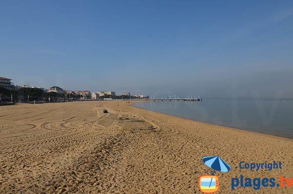 Swimming in Arcachon on the beach in the town center