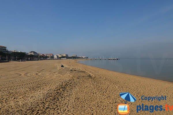 Baignade à Arcachon sur la plage du centre ville