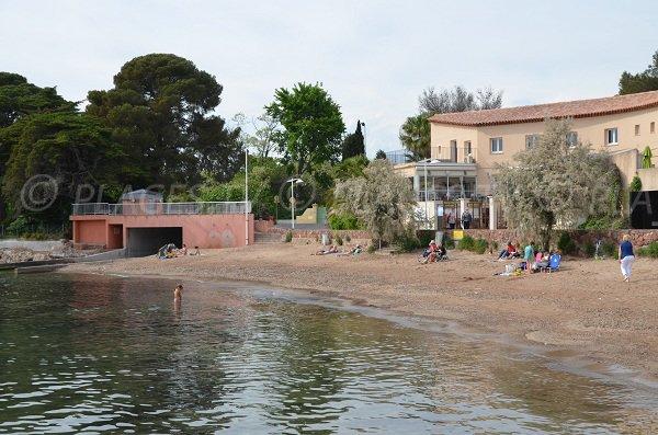 Plage de sable d'Arène Grosse à Saint Raphaël dans le Var