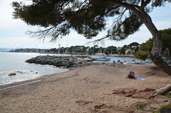 Small beach behind the port of Boulouris in Saint Raphael