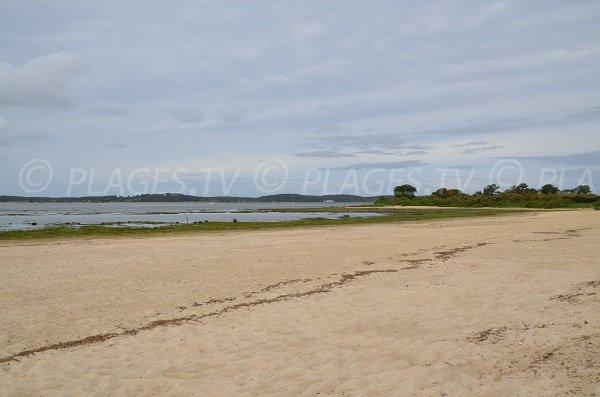 Photo de la plage d'Arès côté bassin d'Arcachon à côté de la jetée
