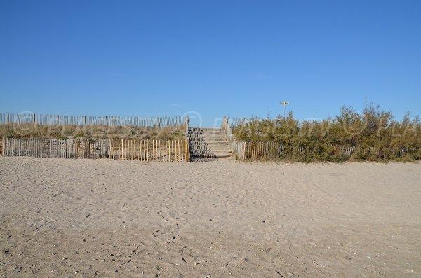 Escaliers pour accéder à la plage des Aresquiers