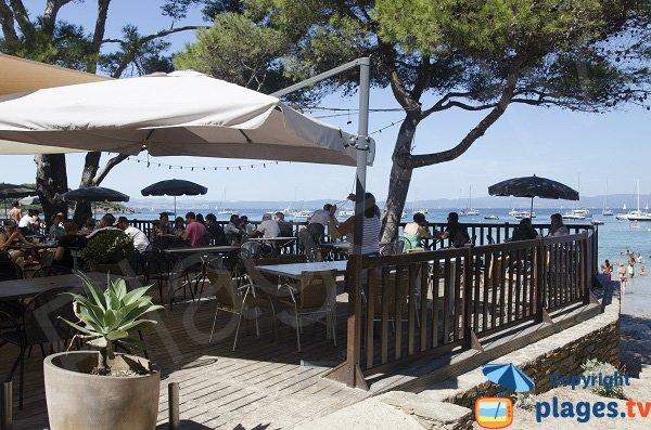 Restaurant sur la plage d'Argent à Porquerolles