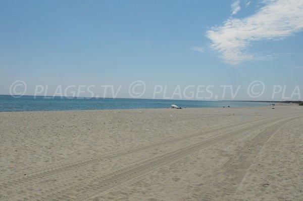 Grande spiaggia di sabbia a Bastia - Corsica