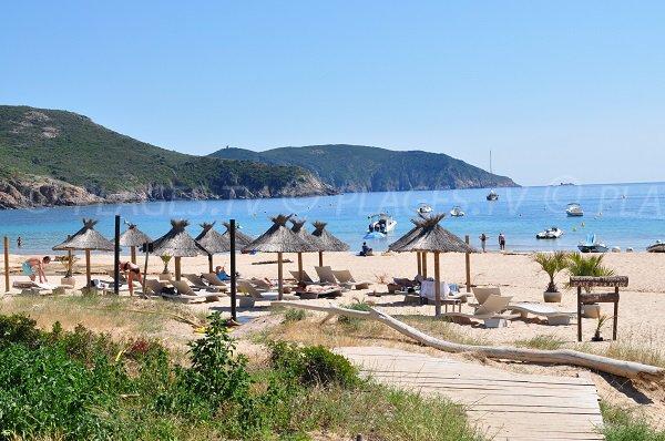 Location de matelas sur la plage d'Arone