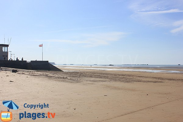 View of the artificial port of Arromanches from the beach of Asnelles - Calvados
