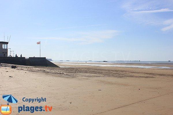 Vue sur le port artificiel d'Arromanches depuis la plage d'Asnelles - Calvados