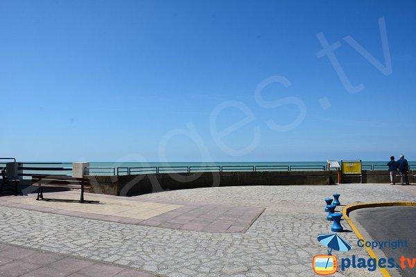 Esplanade d'Ault au niveau de la plage