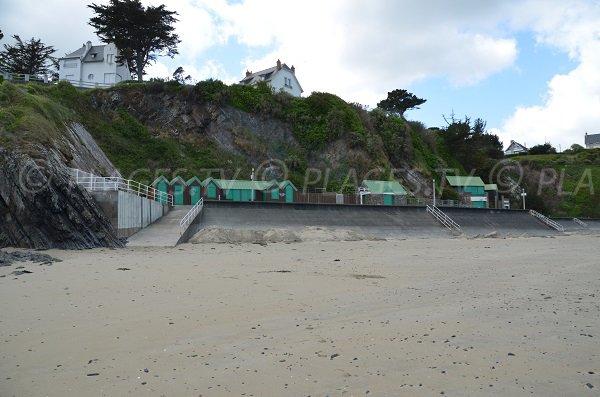 Cabines de bains sur la plage de l'Avant Port à Binic