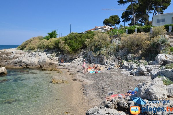 Wild cove in Cap d'Antibes - Le Bacon