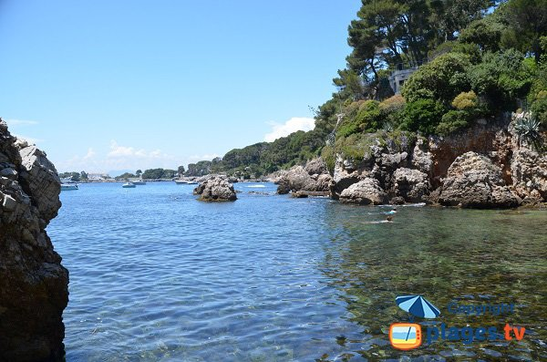 Swimming in the Milliardaires bay of Cap d'Antibes