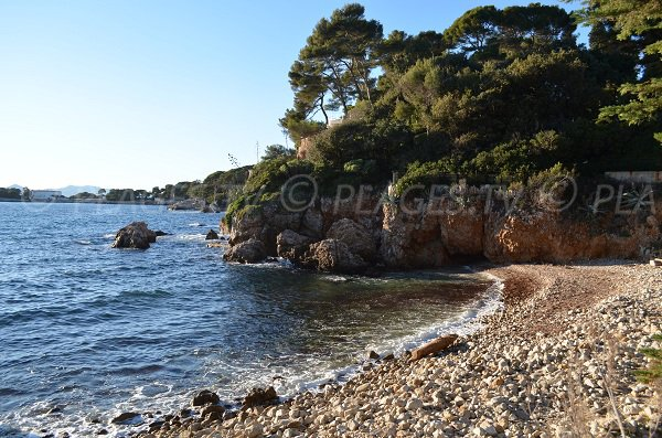 Stones beach in Cap d'Antibes - Milliardaire Bay