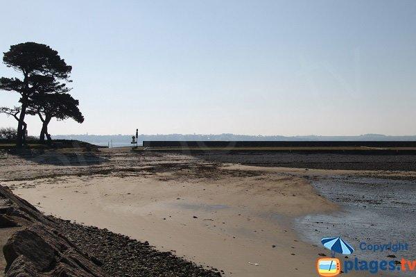 Extrémité de la plage dans la baie de Ste Anne - St Pol