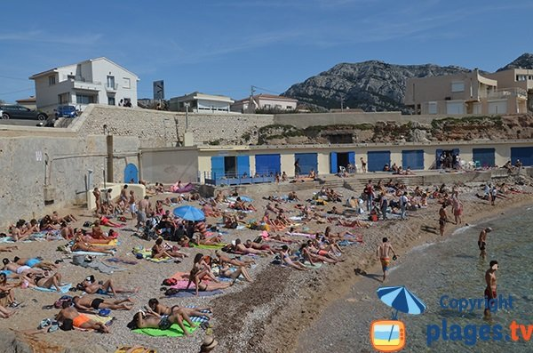 Beach and cabanas on Bain des Dames in Marseille