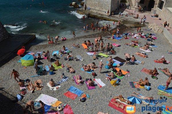 Photo de la plage des Bains Militaires à Nice à côté du port