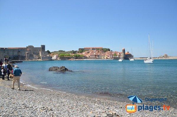 Chapelle St Vincent de Collioure vue depuis la plage de la Balette