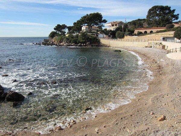 Spiaggia Barry all'ingresso del sentiero costiero a Bandol