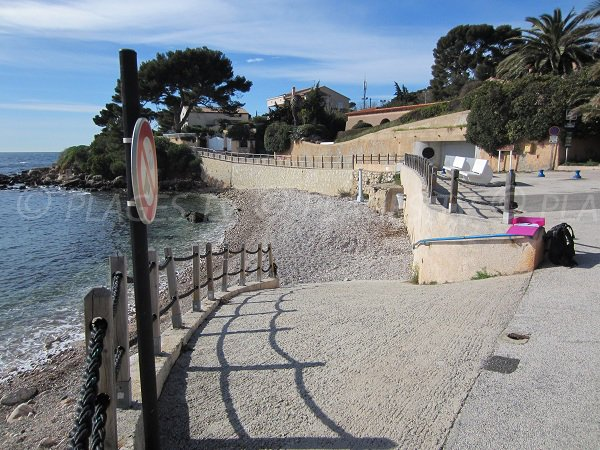 L'accesso a spiaggia Barry Bandol