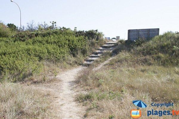 Accès par des escaliers - plage du Bas Pouldu