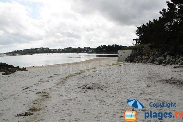 Ilot autour de la plage de Bassinig à Plouguerneau