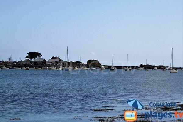 port du Koréjou vue depuis la plage de Bassinig de Plouguerneau