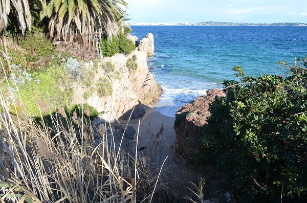 Batterie beach in Cannes with view on the Juan les Pins coast