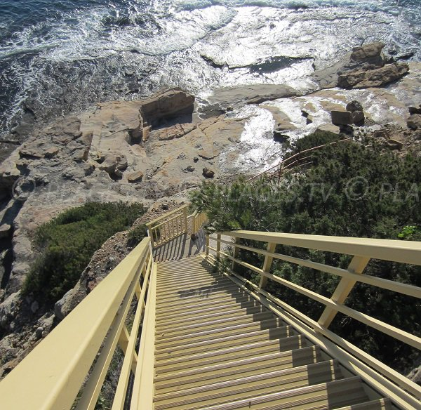 Stairs of Bau Rouges beach - Carqueiranne