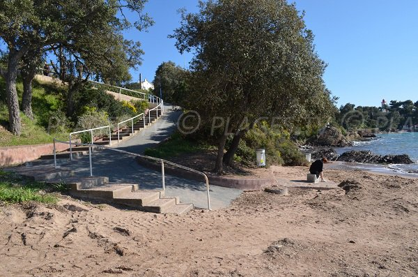Access to Baumette beach in Agay