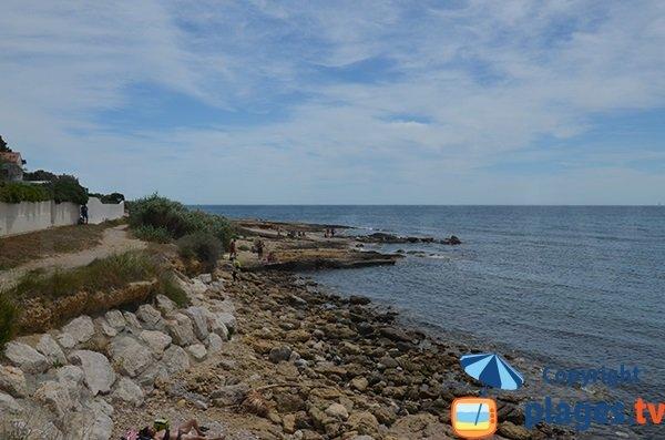 Rochers à côté de la plage des Baumettes à Sausset les Pins