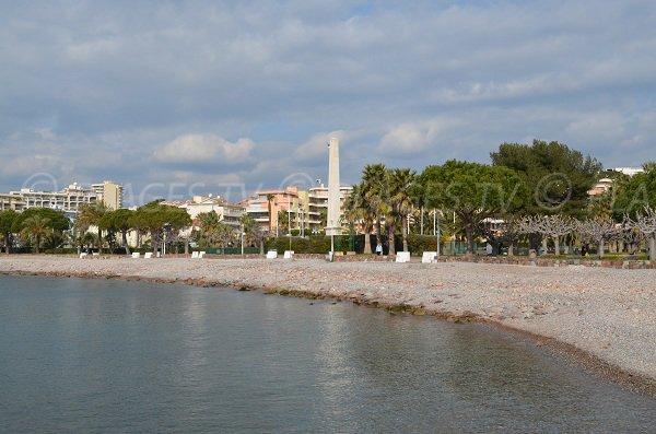 Spiaggia Saint Raphael, lungo il viale Poincaré