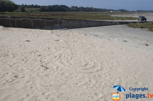 Cale sur la plage de la Beaussais