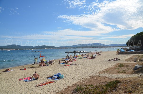 Photo de la plage de Beauvallon de Grimaud en été