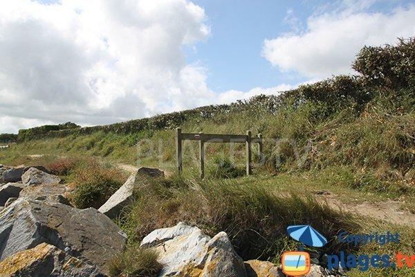 Sentier des douaniers de Plouguerneau autour de la crique de Beg ar Spins
