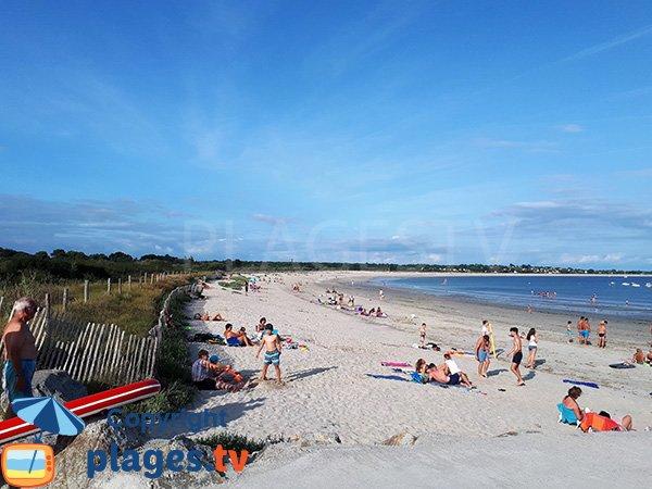 Photo de la plage de Beg Lann en été à Sarzeau