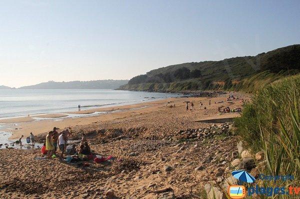 Vue sur Trébeurden depuis la plage de Lannion