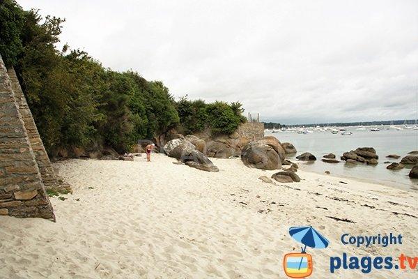 Belle plage sur le sentier du littoral de Fouesnant