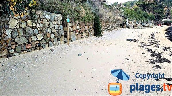 Protection contre le vent sur la plage de Beg Sable à Lanmodez - Bretagne
