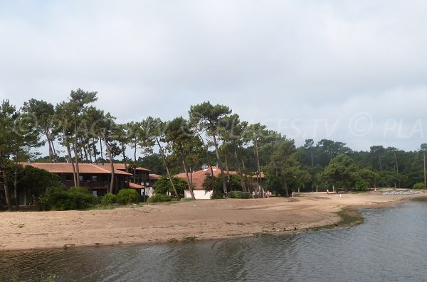 Lake of Port d'Albret beach next to Balambra holiday residence