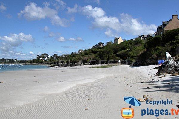 Plage de sable à Saint Pabu le long de l'aber
