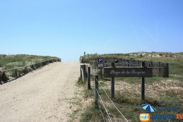 Sentier d'accès à la plage de la Bergère