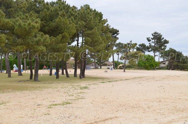 Jeux pour les enfants au niveau de la plage de Betey - Andernos les Bains