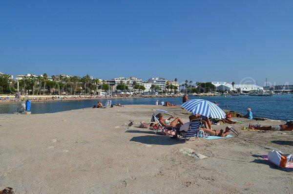 Pontile pubblico spiaggia di Cannes